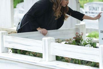 """Momente cumplite pentru actrita Ezgi Asaroglu: """"Pierderea tatalui meu a fost cel mai dureros lucru din viata mea!"""""""