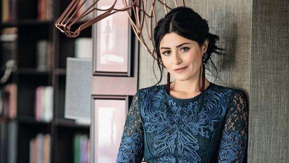 Imagini fabuloase! Iata casa impresionanta a celebrei actrite Deniz Cakir