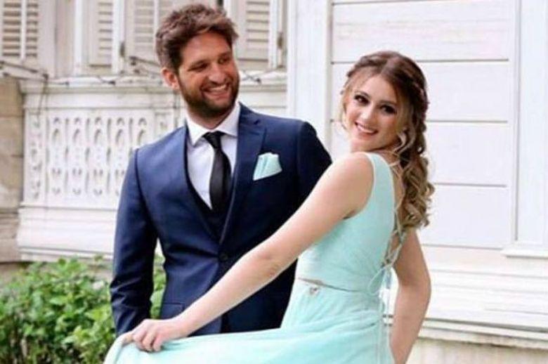 Invitatie la nunta! Actrita GIZEM KARACA se casatoreste luna aceasta cu barbatul visurilor ei! Iata cat de frumosi sunt impreuna si cum arata invitatia pentru marele eveniment!