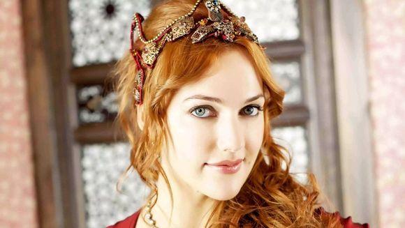 "Meryem Uzerli (Hurrem din ""Suleyman Magnificul""), agent secret, in serialul ""In bataia inimii"""