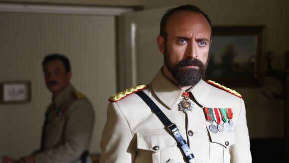 """Astazi, de la ora 20:00 – premiera serialului turcesc """"Patria mea esti tu"""", cu Halit Ergenc si Berguzar Korel in rolurile principale!"""