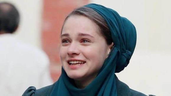 """HILAL din serialul """"PATRIA MEA ESTI TU"""", actrita de la varsta de sapte ani! Iata cum a stralucit frumoasa MIRAY DANER pe scena """"Premiilor Altin Kelebek"""" 2017!"""