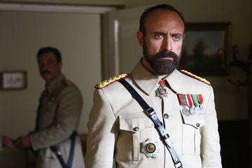 """HALIT ERGENC (CEVDET din """"Patria mea esti tu""""), deranjat de comentariile rautacioase ale jurnalistilor! Iata cat de transant a fost celebrul actor la cel mai indiscrete intrebari!"""
