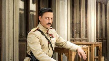 """ONUR SAYLAK (Colonelul TEVFIK din """"Patria mea esti tu""""), aparitie uluitoare alaturi de noua sa cucerire, la Festivalul de Film de la Adana! Iata cine este frumoasa femeie care a inlocuit-o pe fosta sa sotie, Tuba Buyukustun!"""