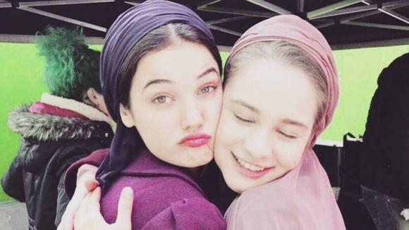 """HILAL si YILDIZ din """"PATRIA MEA ESTI TU"""", cele mai bune prietene si dincolo de platourile de filmare! Iata ce legatura frumoasa de prietenie s-a realizat intre cele doua tinere pe durata serialul!"""