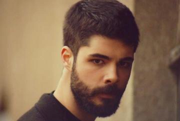 """Rebelul Mehmet din """"Patria mea esti tu"""", de la pasiunea pentru Arte Plastice la dragostea pentru actorie! Iata cum a reusit sa patrunda carismaticul Genco Ozak in lumea filmul si in ce productii a mai jucat!"""