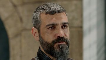 """Silahtarul Mustafa din serialul """"Kosem"""", unul dintre cei mai atragatori actori din Turcia! Iata cat de sexy este Caner Cindoruk, in realitate, in spatele tinutelor de epoca pe care le poarta in serial!"""
