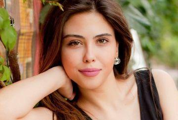 """Ipek din serialul """"Mireasa din Istanbul"""", iubire nebuna dincolo de platourile de filmare cu unul dintre cei mai frumosi actori din Turcia, cunoscut publicului din serialul """"Furtuna pe Bosfor""""! Iata cu cine a fost surprinsa seducatoarea Dilara Aksuyek!"""