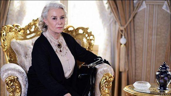 """Sultana"" Esma, din serialul ""Mireasa din Istanbul"", prietenie stransa cu Sureyya, in viata reala! Iata cat de mandra este Ipek Bilgin de toti discipolii sai!"