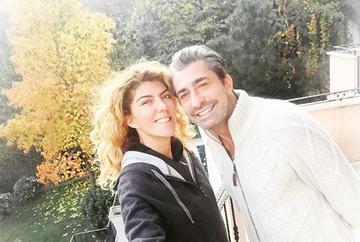 """Erkan Petekkaya (Cihan din serialul """"Furtuna pe Bosfor"""") si sotia sa, Didem, 13 ani de la casatorie si la fel de indragostiti! Iata in ce ipostaze romantice au fost surprinsi cei doi soti!"""