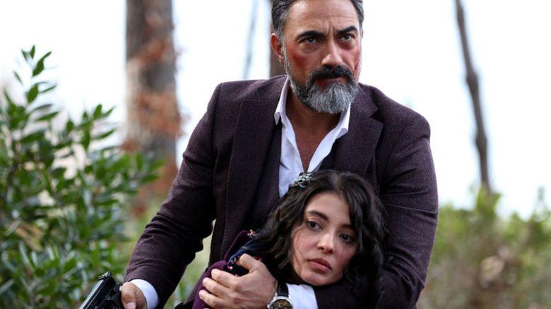"""Ti-l mai amintesti pe simpaticul eunuc, Sumbul, din """"Suleyman Magnificul, sub domnia iubirii""""? Iata cat de mult s-a schimbat celebrul actor Selim Bayraktar de atunci si cum a acceptat sa joace rolul maleficului Zekkar in serialul """"Steaua sufletului""""!"""