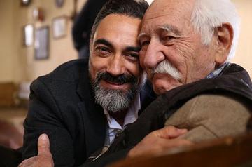 """Serialul """"Steaua sufletului"""", distributie de exceptie! Printre actori se numara o figura legendara a cinematografiei din Turcia, Arif Erkin, cel care interpreteaza magistral, la 82 de ani, rolul batranului Mustafa Zahir, bunicul lui Seyit"""