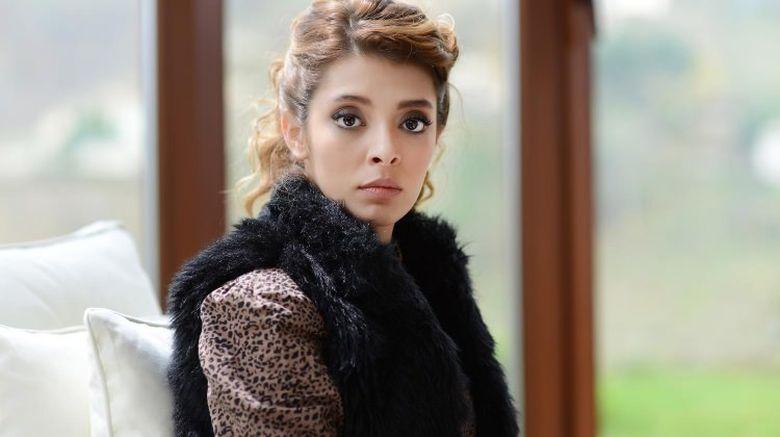 "Frumoasa Zuhre din ""Steaua sufletului"", marcata de trista sa copilarie! ""Cuvantul tata imi e strain!"" Iata povestea dramatica a actritei Selin Sekerci si cine a facut-o sa sufere!"