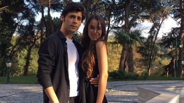 """Va mai amintiti de cei doi tineri frumosi, Murat si Bade din """"Mireasa din Istanbul""""? Cei doi actori traiesc si in realitate o poveste de dragoste! Iata cum si-a felicitat iubita, carismaticul Berkay Hardal, de ziua ei de nastere!"""