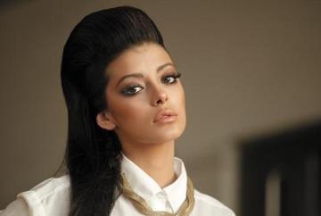 """Selin Sekerci (Zuhre din """"Steaua sufletului""""), asa cum n-ai mai vazut-o niciodata! Iata ce alura ravasitoare, de """"fata rea"""" a avut actrita pe coperta unei renumite reviste din Turcia!"""