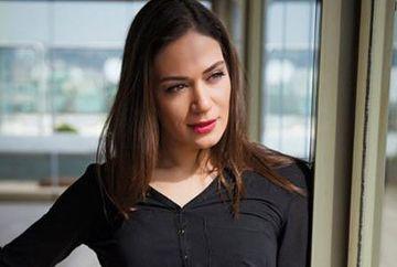 """Iti mai amintesti de Begum din serialul """"Mireasa din Istanbul"""", actrita care seamna izbitor cu Jennifer Lopez? Iata ce voce minunata are si cu ce melodie a uimit publicul, in cadrul unui renumit show de talente din Turcia!"""