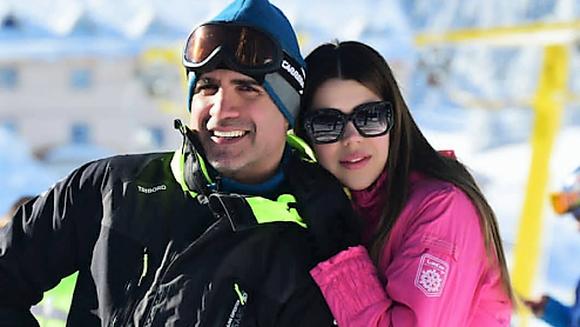 Ozcan Deniz, surprins la schi, alaturi de viitoarea lui sotie, Feyza Aktan! Iata cat de bine le sta impreuna si cum se alinta reciproc cei doi indragostiti!