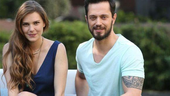 Vesti triste despre celebrul cuplu Asli Enver si Murat Boz! Relatia lor trece printr-un nou impas! Iata ce detalii neasteptate au aparut in presa turca despre cei doi actori care formau un cuplu model!