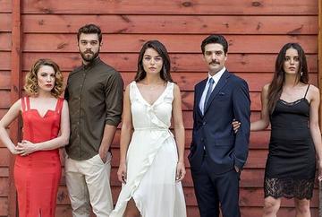 """Serialul """"Meryem"""", momente savuroase din spatele camerelor de filmat! Iata cum au fost surprinsi indragitii actori in afara platourilor de filmare!"""