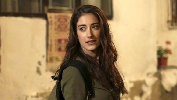 Superstitia unei celebre actrite din Turcia! Iata ce ritual inedit de infrumusetare are frumoasa Hazal Kaya!