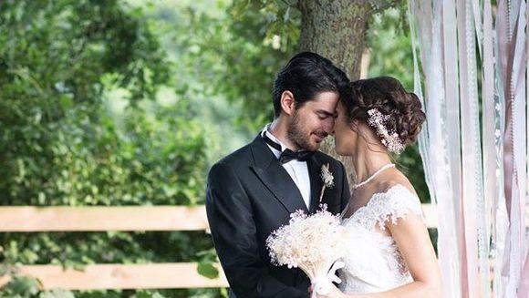 """Cemil, tanarul politist din serialul """"Povestea noastra"""", unul dintre cei mai atragatori actori din Turcia! Iata cat de sarmant a fost la propria sa nunta, in urma cu doi ani!"""