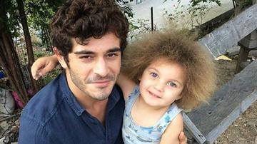 """SPECIAL. Galerie foto inedita! Sedinta foto exploziva cu Omer Sevgi, dragalasul ISMET, din serialul """"Povestea noastra""""! Iata cat de adorabil este micutul!"""