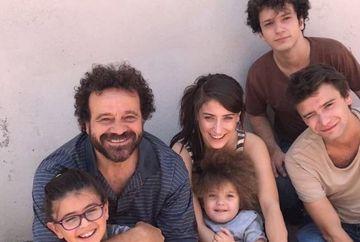 """Actorii din serialul """"Povestea noastra"""", o adevarata familie si in realitate! Iata cum au fost surprinsi indragitii protagonisti, dincolo de platourile de filmare!"""