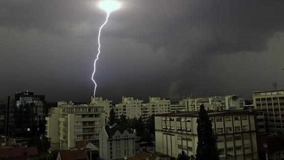Avertizare meteo: COD GALBEN de ploi si vijelii. Iata ce zone sunt vizate