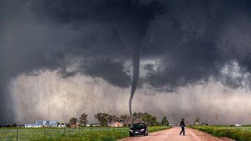 GHID SALVATOR: Ce trebuie sa faci daca te prinde o furtuna violenta pe strada! Respecta aceste reguli si poti scapa nevatamat