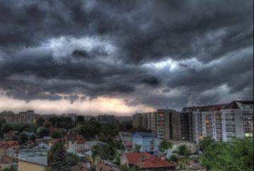 Meteorologii avertizeaza: vin vijeliile peste Romania! COD PORTOCALIU de furtuna si vant - iata ce zone sunt afectate