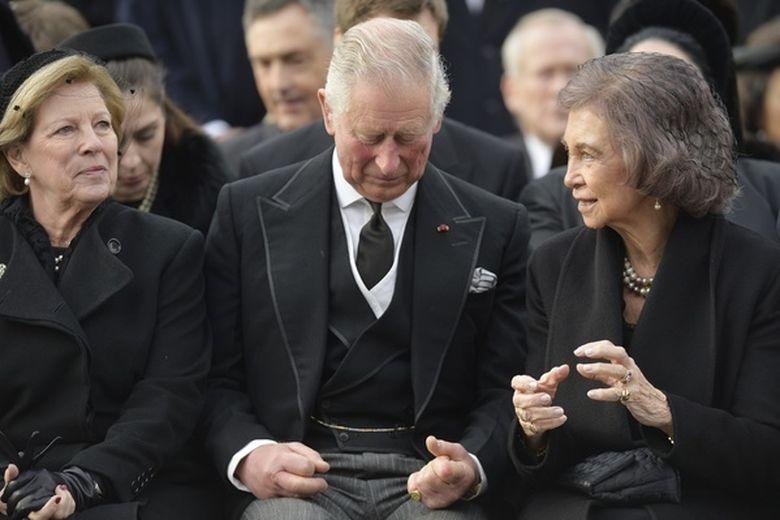 Monarhi din marile familii regale ale Europei, printre care regina Sofia si regele Juan Carlos ai Spaniei, dar si printul Charles, prezenti la funeraliile regelui Mihai