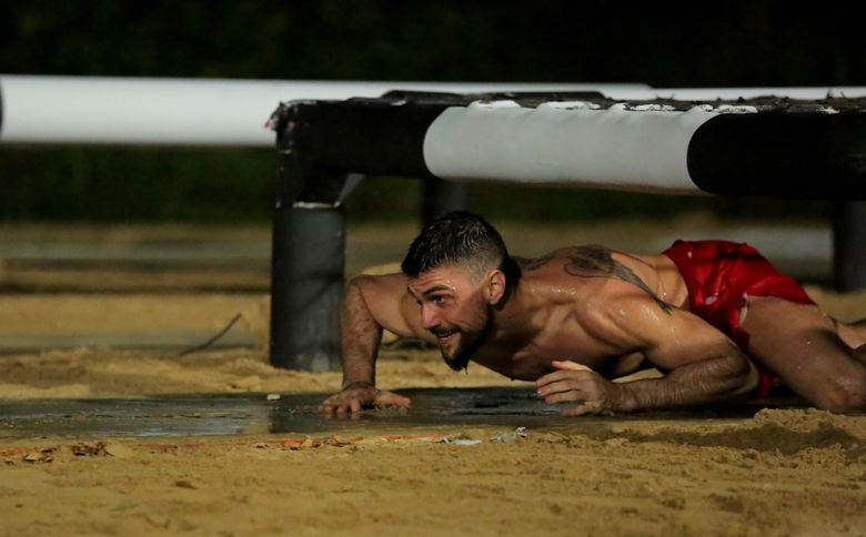 """Duelul dansatorilor de la """"Exatlon"""". Valentin Chis, de la Faimosi, versus Alexandru Nedelcu, de la Razboinici"""