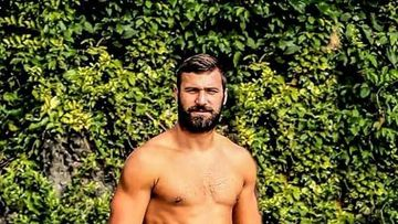Andrei Stoica, fostul concurent Exatlon, si-a lasat maioul Faimosilor! Acesta a fost purtat de Giani Kirita, apoi a fost preluat de Catalin Cazacu!