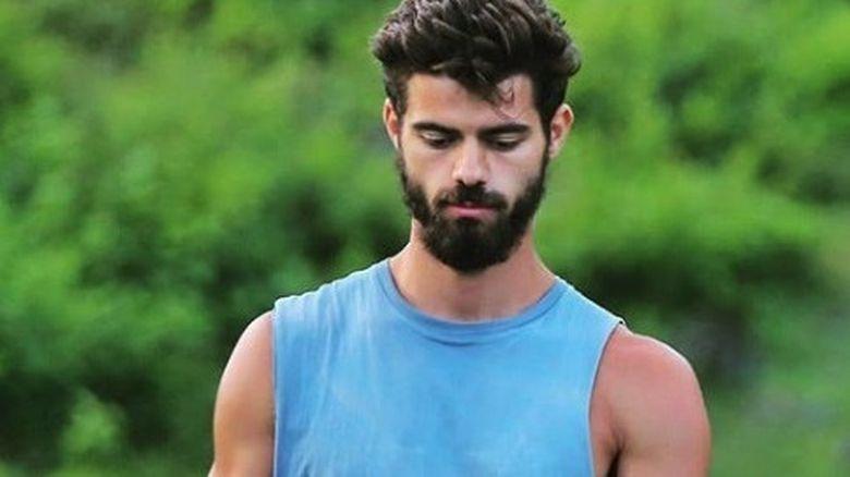 Multe tinere suspina dupa Stefan, dar iata cu cine seamana tanarul! Cum arata MAMA celui mai sexy Razboinic. Pare atat de tanara, incat multi ar crede ca e sora lui!