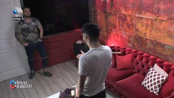 Adrian si Andy, intalnire de gradul zero, in camera rosie! Au reusit sau nu sa cada la pace cei doi concurenti! Iata la ce concluzie au ajuns!