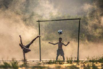 Cupa Mărțisor - SOS Girls Power versus Naționala SOS: Fotbal pentru Mama