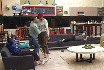 """Adrian sare sa o ia la palme pe Bianca! Andreea Mantea e SOCATA! """"Iesi afara acum!"""""""