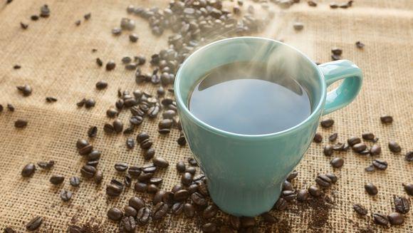 SOCANT! Ce se poate intampla daca bei zilnic cafea fierbinte