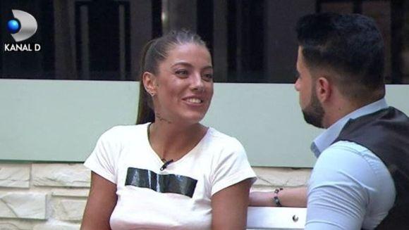"""Pasiune mistuitoare sau teama de eliminare? Roxana si Bogdan sunt pe cale de a forma un cuplu! Cum l-a lovit brusc dragostea pe Bogdan, chiar inainte de Gala? """"Roxana, am ganduri serioase cu tine!"""""""