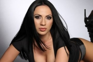 """[Video] Rocsana Marcu, in patul celui mai sexy concurent de la """"Puterea dragostei"""""""
