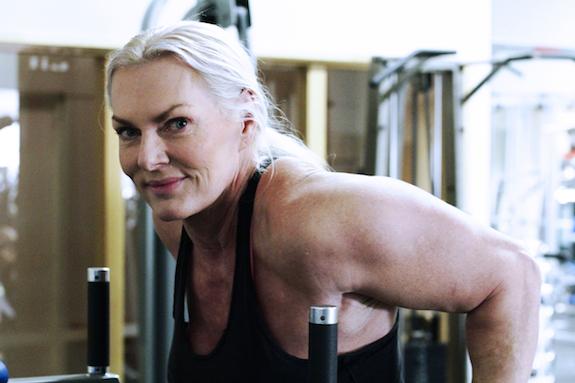 Bunica culturistă de 62 de ani. Dieta cu care spune că s-a vindecat de cancer la colon