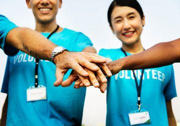 Unde pot face adolescentii voluntariat?