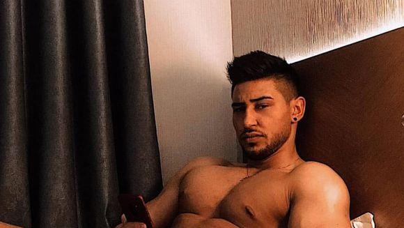 Mocanu, de la ''Puterea dragostei'', a postat o fotografie incendiara din camera de hotel! In ce ipostaza a fost surprins