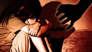 Fetiță de opt ani, abuzată cu brutalitate de un adolescent, într-un loc de joacă public. Copila, găsită plină de sânge