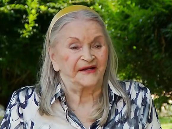 """Zina Dumitrescu: """"Curios, toti sotii mei au facut infarct"""". Viata Mamei Zina povestita chiar de ea"""