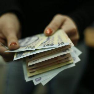 Mai multi bani in buzunarele bugetarilor! Nu vor mai plăti aceste taxe si vor avea mai multe facilitati