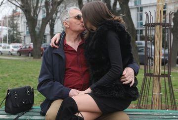 """Un bunic de 74 de ani se iubește cu o tânără de 21 de ani: """"Vreau să facem amor la TV, să vadă oamenii că totul e real!"""""""