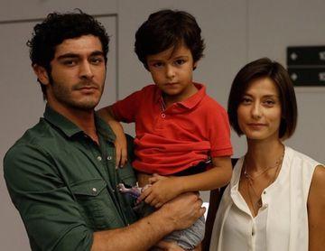"""Nihal din serialul """"Povestea noastra"""" isi adora familia numeroasa! Iata ce relatie frumoasa are celebra Olcay Yusufoglu cu cele doua surori ale sale!"""