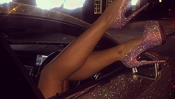 Cine e moldoveanca bomba sexy care a blocat o strada din Londra cu Lamborghiniul sau decorat cu 2 milioane de cristale Swarovski! VIDEO
