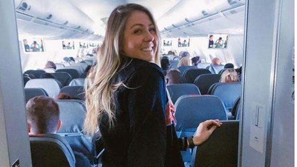 O stewardesă a vărsat o tavă cu băuturi pe CEO-ul American Airlines. Incredibil, ce reacție a avut șeful